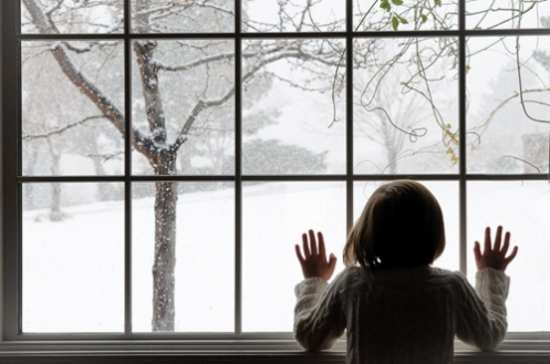 christmas-girl-hair-hands-snow-window-Favim.com-100584